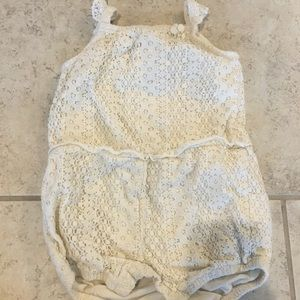 Beautiful white outfit, size 12-18 months